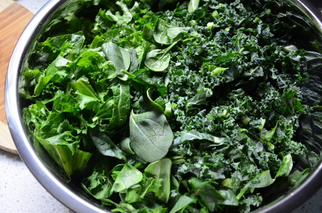 I used spinach, lacinto kale, curly kale and mustard greens