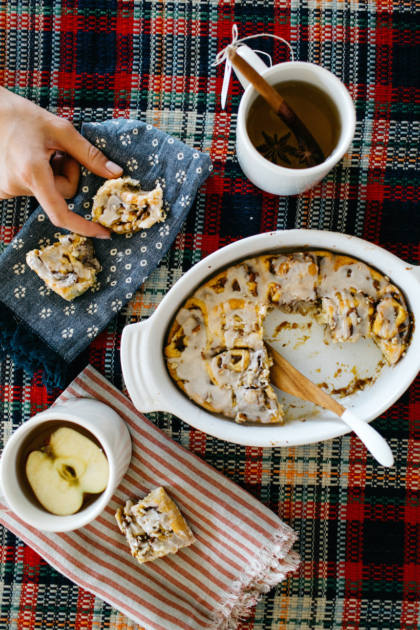 Hulu, Modern Family, Movie Night, Holiday Recipies, Pumpkin Cinnamon rolls, Apple Cider, Winter themed party, Holiday gathering, Camille Styles, Kristen Kilpatrick Photography, Holiday traditions